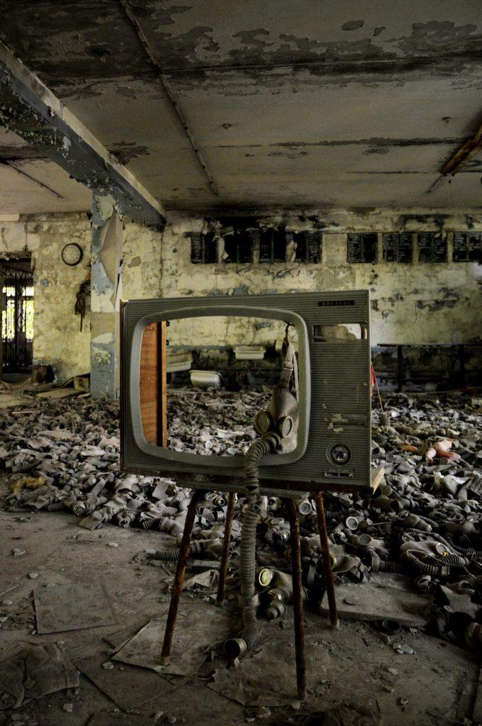 Un televisore nella scuola di Pripyat, Chernobyl, Ucraina.