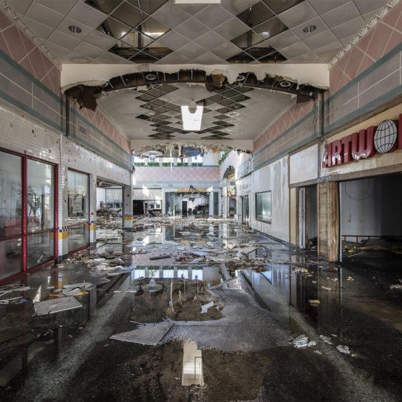 Il centro commerciale abbandonato di Phillip Buehler